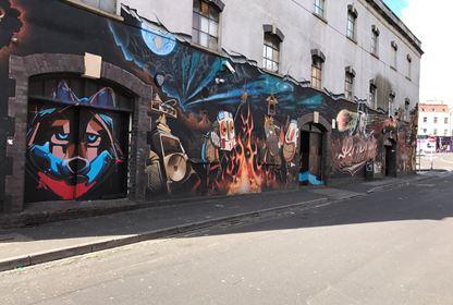 Street art tour bristol